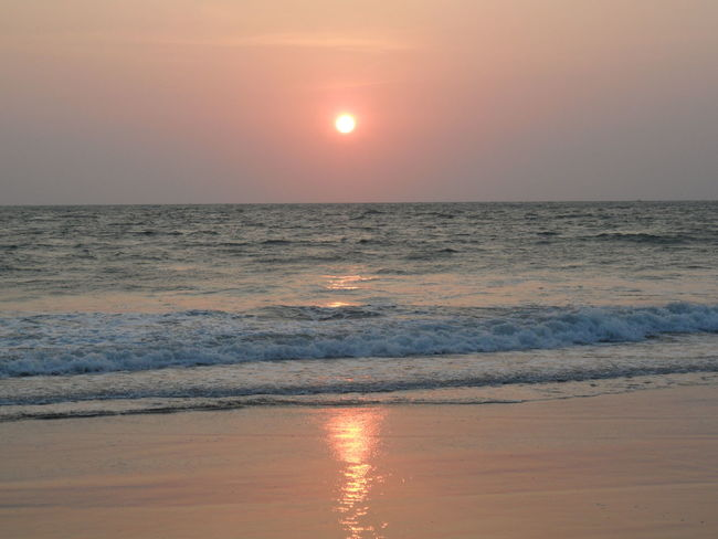 I would like to go back .. ☀ Beach Beachphotography Beauty In Nature Feelings Goa Horizon Over Water India Meditation No People Ocean View Outdoors Reflection Relaxing Moments Scenics Sky Sun Sunset Sunset At The Beach Charming Place Tranquility Wave No Edit No Filter Sunset_collection Romantic Sky Romantic Place