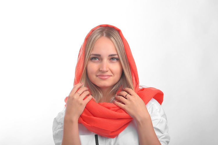 coral color portrait Beautiful Woman Woman Portrait Coral Coral Colored Smile Smiling Smiling Girl Human Hand Warm Clothing Young Women Cold Temperature Portrait Snowflake Winter Women Snow Beauty Winter Coat My Best Photo International Women's Day 2019 The Portraitist - 2019 EyeEm Awards