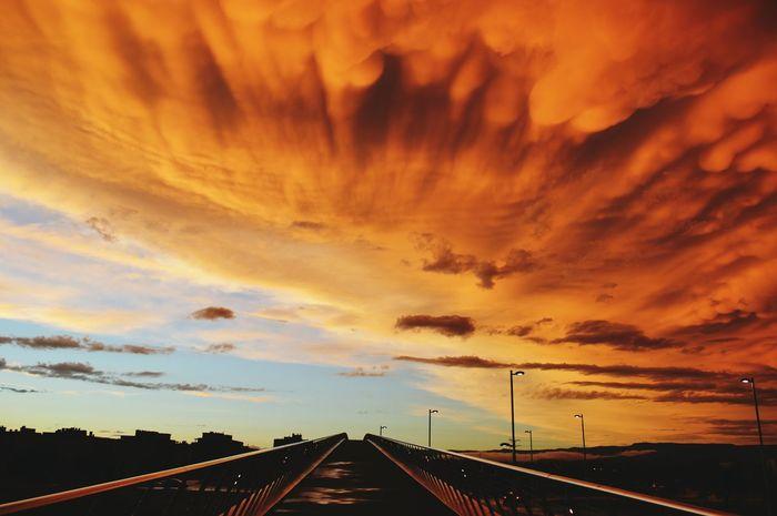 Cielos enladrillados... Sky_collection Sky And Clouds Skycollection Cielo Y Nubes  Puente Landscape_Collection Landscape_photography Espectacular Catalunya Eyemphotography Eyeemskyshots Eyeemsky