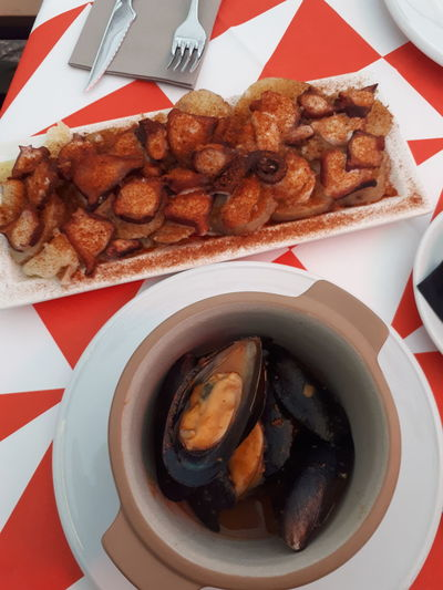 Fry Pan Fried Mussels Mussels Fork Spoon Red Color Red And White Fast Food Plate Appetizer Table Directly Above Snack SLICE Processed Meat Meat Stuffed Paper Plate Sauce Fried Potato Prepared Potato My Best Travel Photo