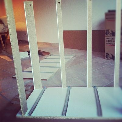 Aufbau-Action! Erkennt ihr, welches Möbelstück vom Schweden das wird?