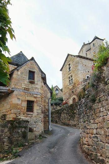 Architecture Built Structure Building Exterior Street House The Way Forward Road Outdoors Facades Architectureporn Cityscape Old House Old Town Architecturelovers Stone Wall Architecture_collection Architectural Feature Muret Le Chateau Aveyron Façade Architecture Streetphotography Street Photography