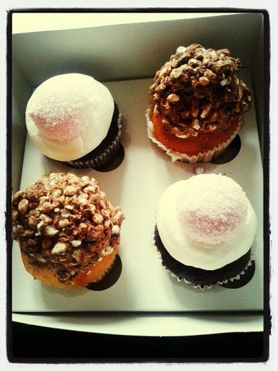 Marshmallow Fluff & Nippon Cupcakes <3 Cupcakes Eating Cupcakes Sweet Sensations Cupcakes!
