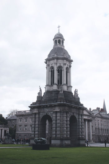Trinity College Architecture Built Structure Building Exterior Sky Building Religion Place Of Worship Nature Grass Cloud - Sky Day Belief Travel Destinations The Past Spirituality History Dome No People Outdoors Irish Dublin Dublin, Ireland Irland Old University College Library Campus Tower Old Buildings The Traveler - 2019 EyeEm Awards