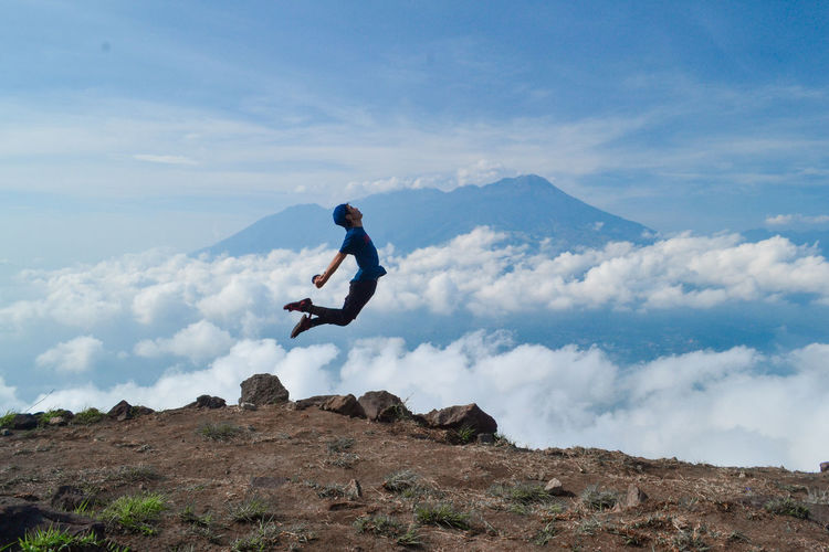 One Person Full Length Sky Cloud - Sky Leisure Activity Mountain Real People Lifestyles Beauty In Nature Nature Men Scenics - Nature Tranquility Day Holiday Land Tranquil Scene Mid-air Side View Vacations Outdoors Adventure Trip Non-urban Scene