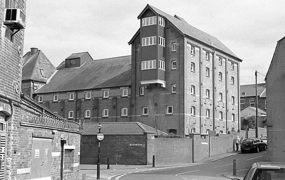 Building Exterior Architecture Film Photography Black & White Kodak T-max 400 Olympus OM 10 35mmfilmphotography Weymouth Dorset