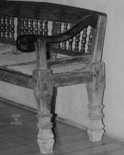 16/5/2016 Inbahrain See_bahrain Tourism_bahrain In_bahrain Inbahrainnow Oldisgold Bahrain_national_museum Waycoolshots Ig_neverstopexploring Ig_week Ig_museum Instagram Wood Wood_chair Old Black_white Black