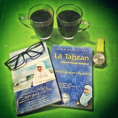 Istirahat sejenak dengan dua cangkir kopi tanpa krim dan dua bacaan inspiratif dari mba @asmanadia di RBAciledug cc: @sevintia0520 :) Alhamdulillah