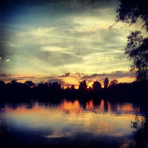 Wundervoller Sonnenuntergang am See Nature