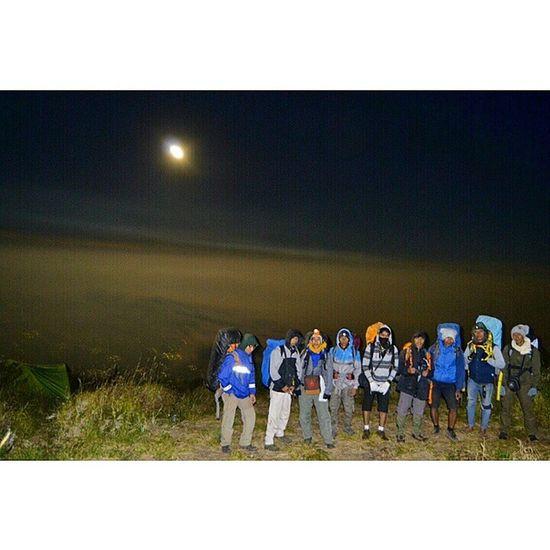 sebelum muncak kite foto keluarga dulu :D Hightlight Vscocam Ikece Greatview natureshot adventure camping like4like
