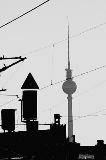 Berlin Fernsehturm TV Tower Fernsehturm Berlin  Icke Alltagsleben Bahnsteig  Berlin Hbf Black & White Fresh On Eyeem  Sky Daily Life Daily Eyem Black And White Battle Of The Cities