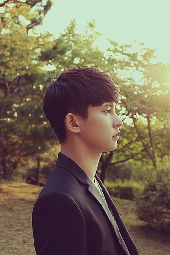 actor jun Actor Camera Sun 100D Side View Korean Man