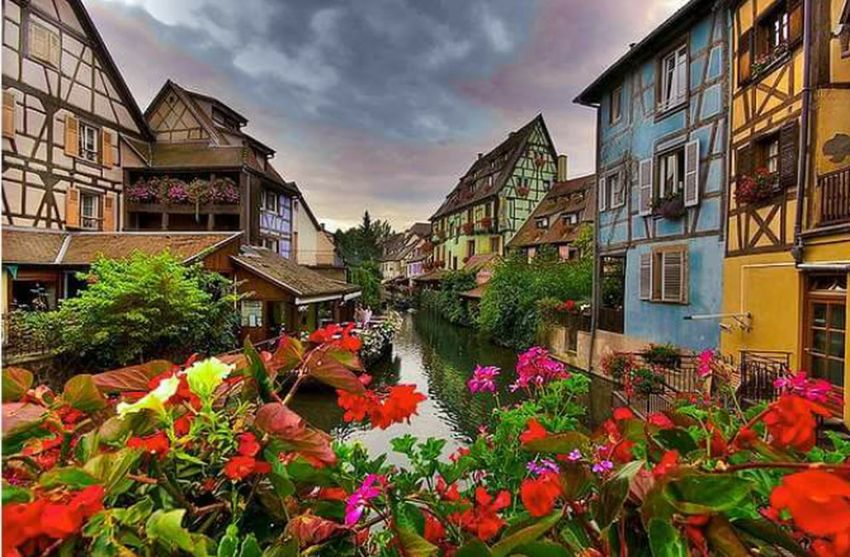 Colmar France 🌞🌐 Hanging Out Hello World Alsace France France🇫🇷 Francetourisme France 🇫🇷 Architecture_collection Architecturelovers Relaxing Flower Photography Flowerslovers Enjoying Life Travelling Eym Best Shots EeYem Best Shots Holidays ☀ Shooting Love ♥ Trip Photo Eym Gallery Shoot Taking Photos City Lights Architecture Facade Hello World