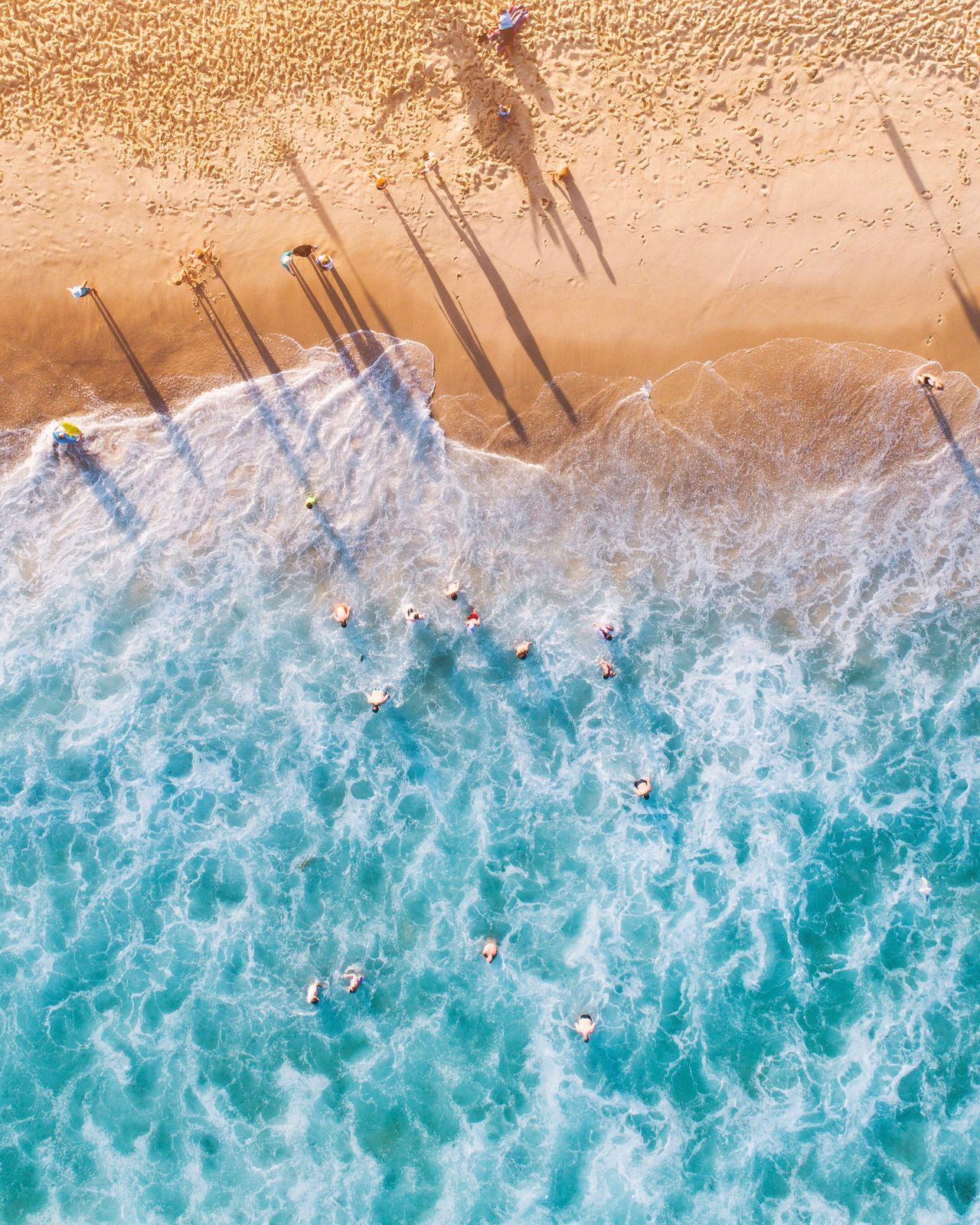 Sea waves and sand