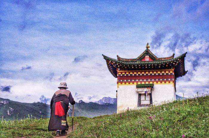 Travelingaveler - 2015 EyeEm Awards] Different Everyday Lives Tibetan  Religion The People Colors