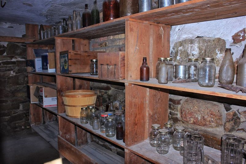Abandoned objects in shelves