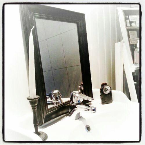 Skulle köpa blomma och sprang på denna helt perfekta spegel, äntligen är spegel jakten slut. Spegel Bettysinredning