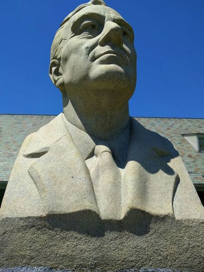 FDR head statue