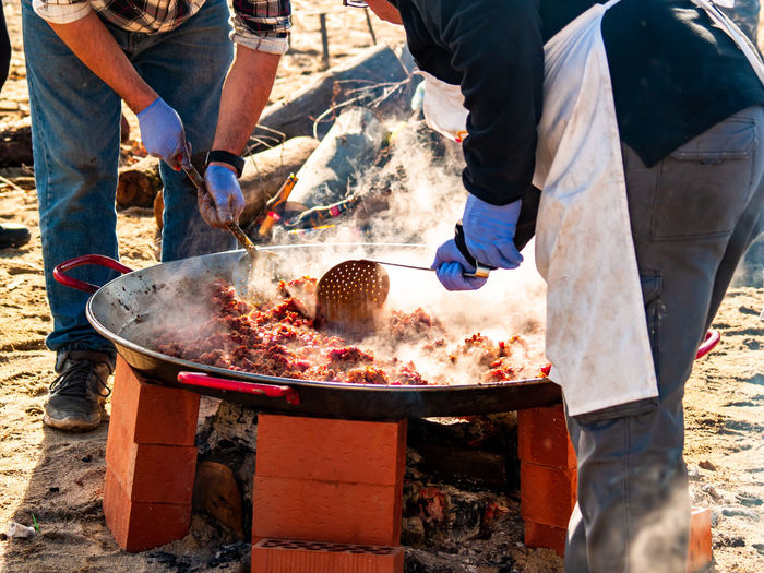 Unrecognizable Person Streetfood Street Food Chef Meat Pork Meat Kitchen Utensil Barbecue Spanish Food Preparing Food Eating Smoke Smoke - Physical Structure Celebration Event Popular Foods Kitchener Occupation Nutrition Gastronomy Ready-to-eat Market Meat Market Foodie Food And Drink Food Real People Day Preparation  Sunlight Freshness People Men Land Group Of People Nature Incidental People Outdoors Hand Human Hand Healthy Eating