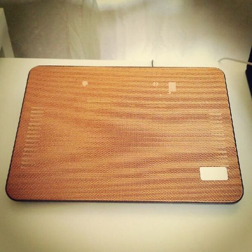 Moar orange for my desk! Deepcool N17 laptop cooling stand :D