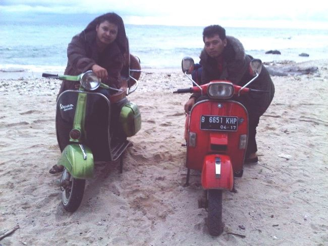 Vespa VESPA Bella Vespagram Vespavintage Vespa Indonesia Vespalovers Vespamania Piaggio Beachphotography Beach Beach Time