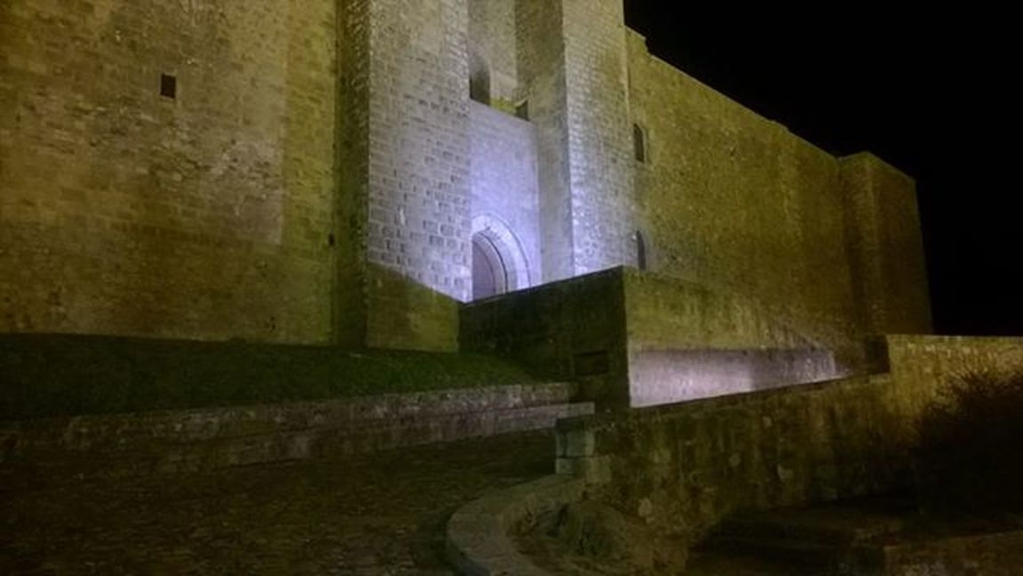 Tale imperò che gentilezza volse, | secondo 'l suo parere, | che fosse antica possession d'avere | con reggimenti belli. (Dante Alighieri) Castle Lagopesole Night Architecture Castle Walls Castle View  Castle In Night