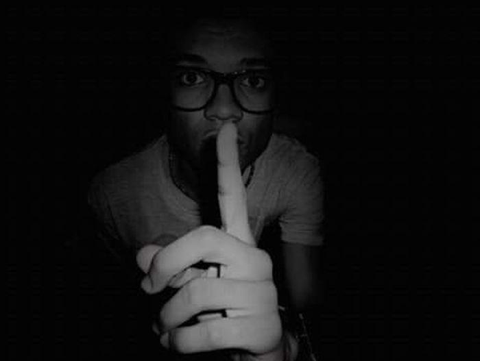 Silencio Sailed Black And White One Person Boy Oscuridad Sshh Glass Gafas Fotografia Fotography