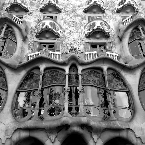 Architecture Barcelona Casa Batllo Casa Milà Gaudì Gaudi Light Modern Modern Architecture SPAIN Architecture Blackandwhite Building Exterior Built Structure Casa Mila ( La Pedrera ) Day Dayandnight Design Light And Shadow Low Angle View Night Outdoors Sky