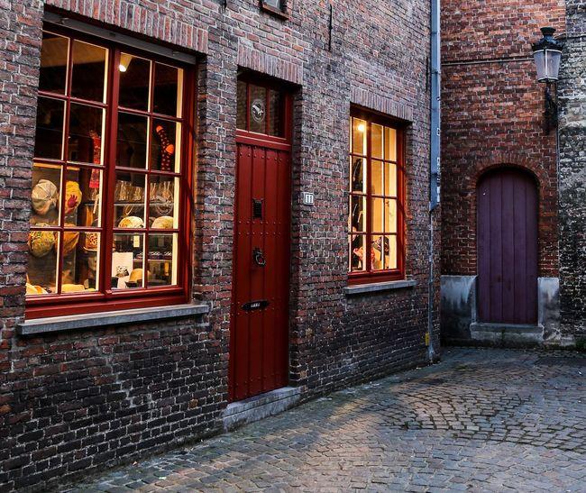 Porta Portone Portone Antico Finestra Finestre Architecture Belgium Tranquil Scene Architettura Abitazioni No People