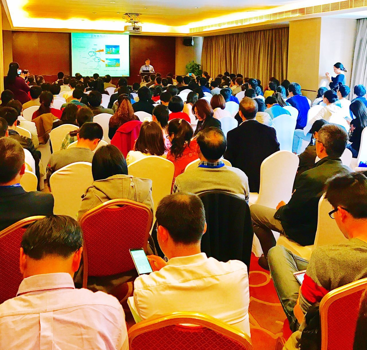 large group of people, men, real people, indoors, audience, sitting, women, learning, crowd, education, togetherness, student, seminar, day, adult, people