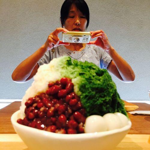こんなデカイの たべられるんでしょうか?😳😳😳 Green Tea Cafe Time Shaved Ice Kakigori Color Palette EyeEm Best Shots Eye4photography  EyeEm Gallery かき氷 2016 Summer