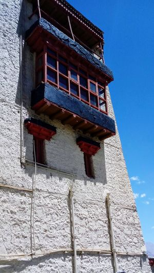 Every window has a different view.... Window Low Angle View Brightly Coloured Wall Old Heritage Structure Mountain Architecture My Perspective Walk Through The City Randomshot Travel Photography Family Getaway Ladakh The Architect - 2018 EyeEm Awards The Street Photographer - 2018 EyeEm Awards The Great Outdoors - 2018 EyeEm Awards The Traveler - 2018 EyeEm Awards