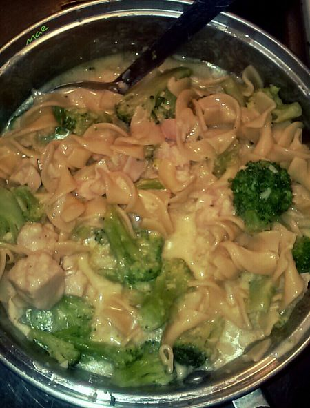 Dinner last night. Broccoi, chicken, and noodles. Out Of My Cauldron SZeaglesoul Foodpics Food Streamzoofamily