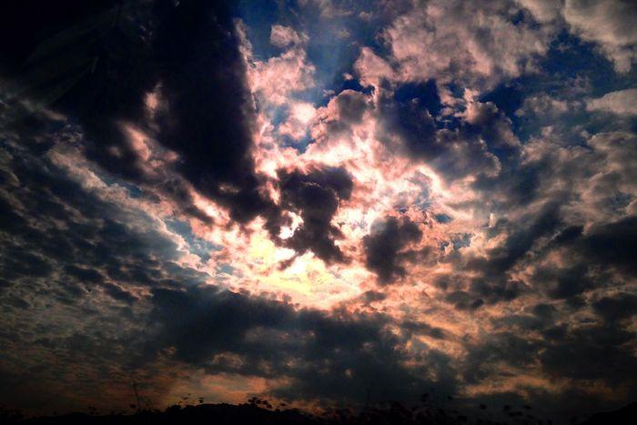 Bule Sky Sun Set Nuvole Bianche 흰구름의 향연