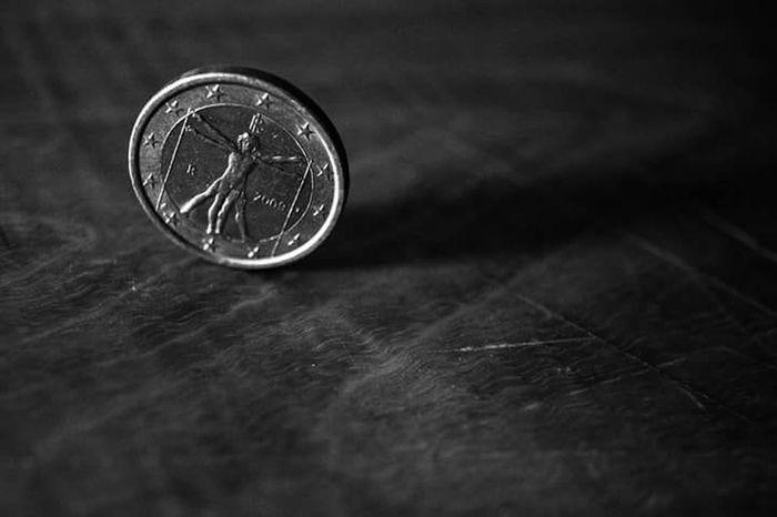 Euro Europe Europa Da Vinci Close-up No People Indoors  Day Coin Leonardo Da Vinci Blackandwhite Contrast Money Ue
