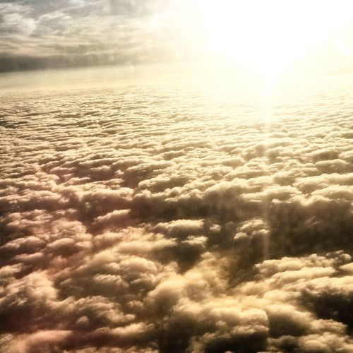 Dans les nuages ... ☁ Clouds From An Airplane Window Airplaneview Sur Un Nuage