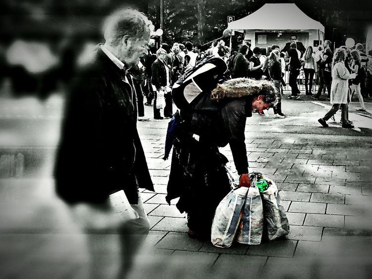 Dreadman Streetlifestyle Streetlife Urbanjunglefight Peoplephotography ColoreditStreetphotography Taking Photos Urbanjungle Movement Photography