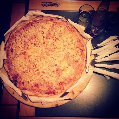 BIG Hawaï Pizza Restautant with friends fun dinner tagsforlikes instaphoto love