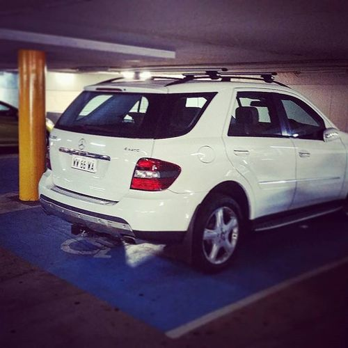Disabled people drive Mercedes' in Perth. 👌😀🚗 Perth Mercedes Disabled Cottesloe Australia WesternAustralia Humansofperth Parking инвалид мерседес Парковка Chemodiver