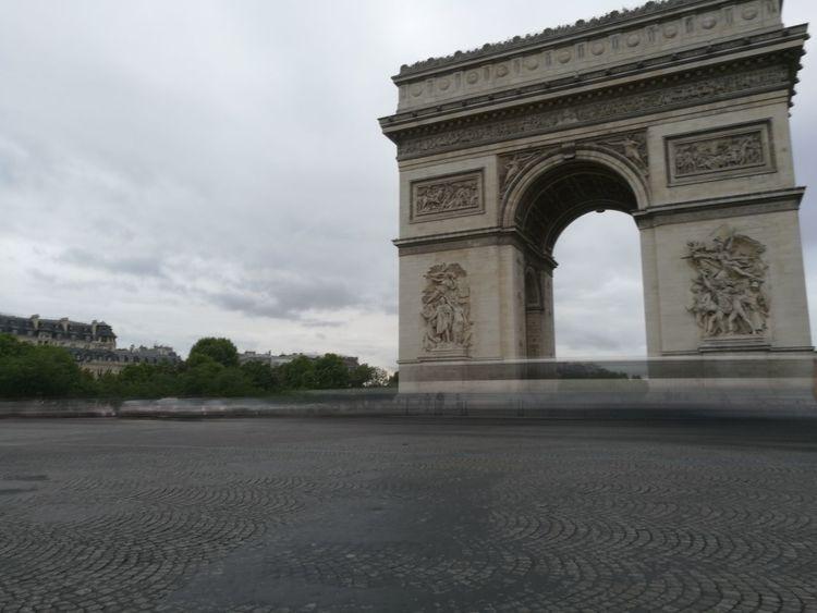 L'arc de Triomphe France 🇫🇷 Paris Arc De Triomphe De L'Étoile No Peoples No Car Traffic Architecture Travel Destinations Triumphal Arch History