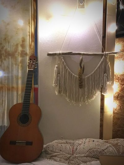 最近の製作物。 Wall Hanging ✌︎ これは簡単なやつだけど、徐々に編み系にもtryしていきたい。 Dreamcatcher も大きいの作りたい。(でも直径40cmくらいの輪っかがまず売ってない) Handmade Love And Peace Feather  Cotton Wood Natural Hippie Boho Boho Chic Hippielife Ivory White Interior Design Interior Guitar Room Light Lightingdesign