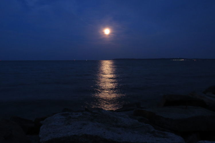 Mond über der Ostsee Beauty In Nature Full Moon Full Moon Night  Horizon Over Water Idyllic Moon Over Sea Outdoors Sea Sky Sommersonnenwende Summer Solstice Moon Rise Tranquil Scene Water