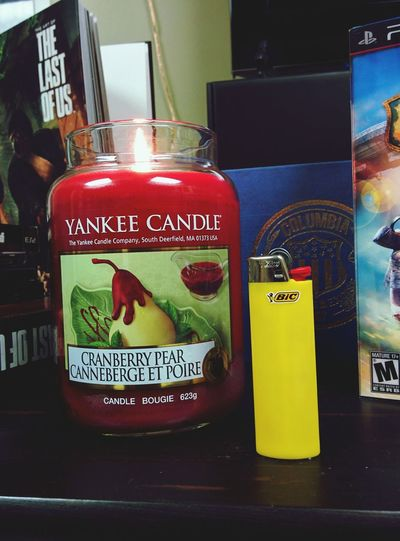 Nothing like some yankee candle Candles, Relaxing, Smells Amazing First Eyeem Photo
