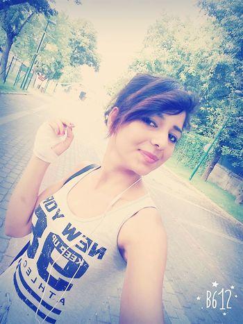 Hu hu sabah sabah eğlenceye baslayalim😁😁 hayatimdan iyi ki gitmis dedigim kisilikler var 😍😍😘😘