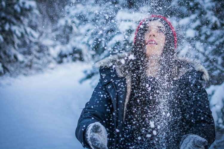 Winter can't stop us. Portrait Portrait Of A Woman Love Is In The Air Poland Nature_collection Beautiful People Woman The EyeEm Facebook Cover Challenge Winter