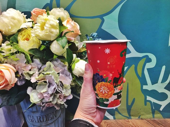 Holding a coffee cup Flower Wall Take Away Coffee Coffee Cup Design Coffee Cup Flower Freshness Bouquet Human Hand