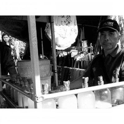 Wajahpribumi Ekspresi dalam Ceritapagi Pasar Sunmor UGM Yogyakarta INDONESIA Indah Thebeautyofindonesia Trip to Jogja Istimewa Lenovotography Blackandwhite Pocketphotography Photostory Lzybstrd Journey