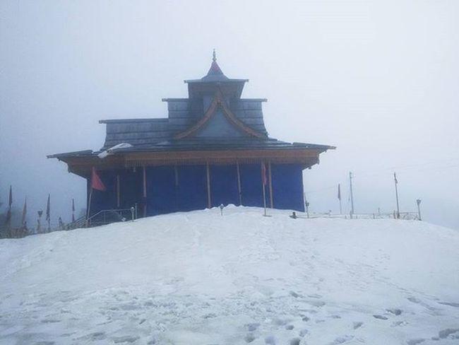 Hatu temple Hatu Temple Hatupeak Snow Snowfall Lessvisible Devbhoomi Devbhumi Himachalpradesh Himalaya Shivalik Shimla Narkanda Snowfall Trek Roadtrip Friends Dost Picoftheday Highaltitude IGDaily India Instadaily Xiomi Redmi ankitdogra
