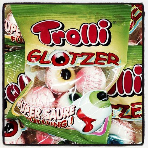 Shopping für den kränkelnden timbo_sf... ;) Sauer Glotzer Suessigkeit Eyes Sweet Mad Trolliglotzer Eye Sweets Foodporn Augen Auge Sour Suess Suessigkeiten Trolli