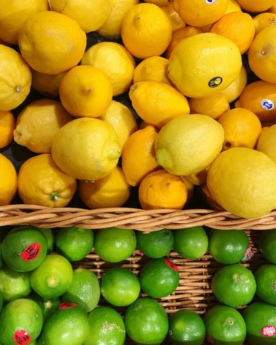 Lemon & Lime : Yellow & Green Green Lime Healthy Eating Fruit Food Food And Drink Citrus Fruit Freshness Wellbeing Abundance Large Group Of Objects Lemon Still Life Full Frame Vitamin Backgrounds Container Organic Yellow Antioxidant No People Retail